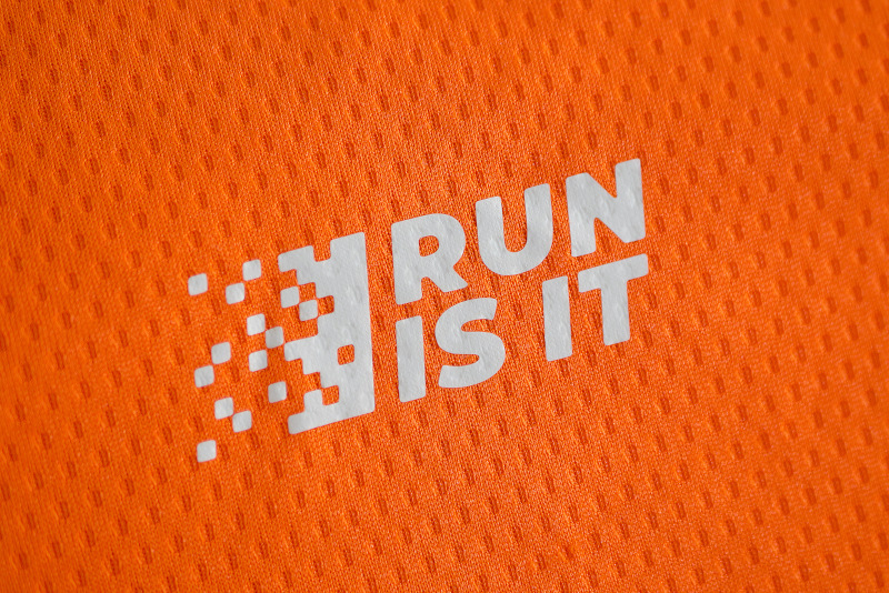 Magliette Run Is It Arancio Logo