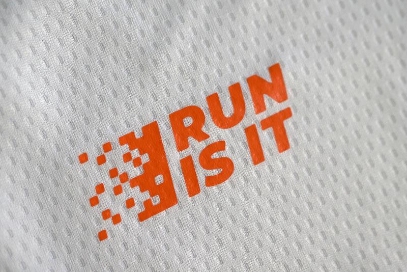 Magliette Run Is It Bianco Logo